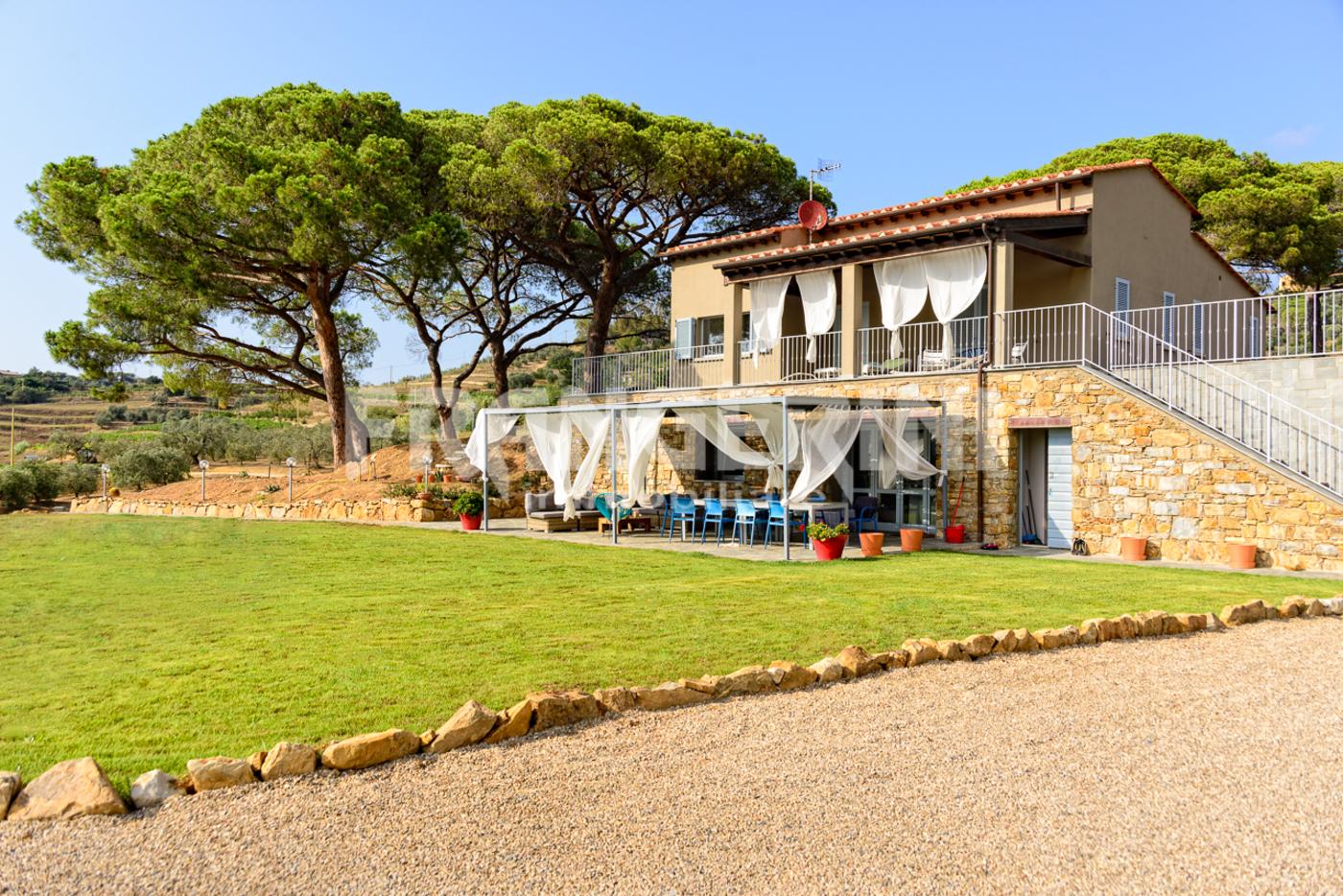 Villa singola in vendita a livorno case in vendita e for Case livorno affitto